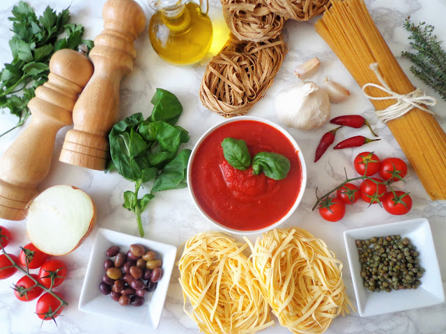 10 przepisów na włoskie sosy do makaronu (10 ricette di sugo al pomodoro)