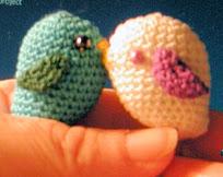 http://translate.google.es/translate?hl=es&sl=en&tl=es&u=http%3A%2F%2Fturtledovecoo.blogspot.ca%2F2011%2F03%2Fbird-book-thong-crochet-pattern.html