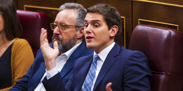 """Piden la dimisión de Albert Rivera por """"modificar"""" su Currículum Vítae"""
