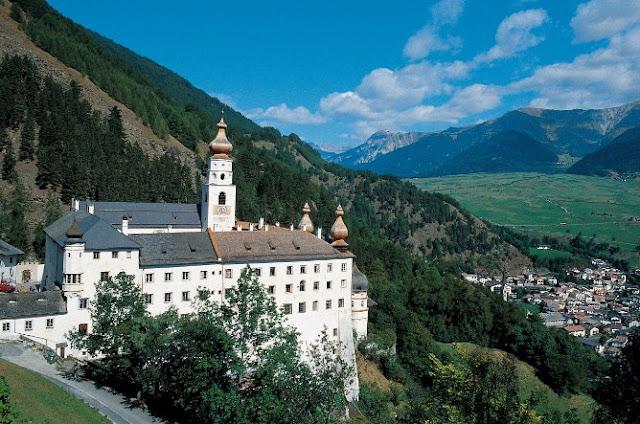 Am Radweg im Vinschgau, die Benediktiner Kirche