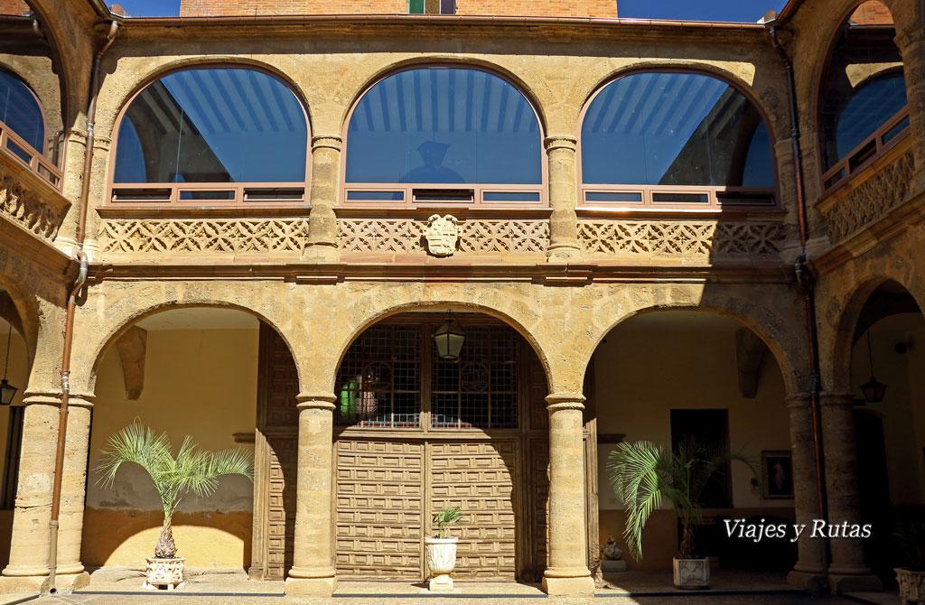Patio y capilla del Hospital de la Piedad, Benavente, Zamora