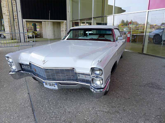 voiture Cadillac blanche