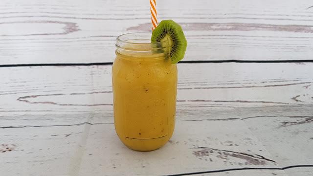 Batido de kiwi, papaya, pepino y plátano