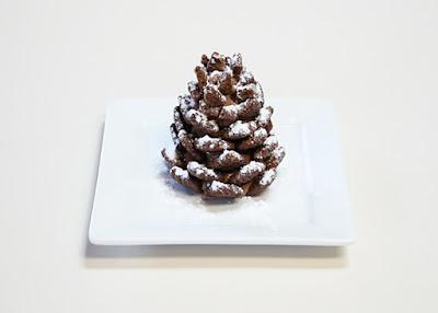 десерты на Новый год, выпечка на Новый год, новогодние десерты, новогодние блюда, новогодние сладости, рождественские десерты, рождественские сладости, рождественская выпечка, что приготовить на Новый год, что приготовить на Рождество, праздничные рецепты, новогодние рецепты, рождественские рецепты, новогодний стол, Новогодние сладкие рецепты, Безе новогоднее «Елочки», Безе «Шишки», Ёлочка из айсинга, Ёлочки из кондитерской мастики для украшения торта (МК), Ёлочка из кондитерской мастики ножницами, Ёлочки из сахарно-желатиновой кондитерской мастики, Ёлочка из лимона, лайма или других цитрусовых, Ёлочка из мастики и белого шоколада, Ёлочка из мастичных снежинок, Заснеженные ёлочки из шоколадных хлопьев, «Заснеженные ёлочки» — песочное печенье, Клубника в шоколаде: рецепты, идеи, оформление, Клубника в шоколаде с маскарпоне, Клубника в шоколаде Санта-Клаус, Кружевные съедобные шарики-безе, Миндальное пирожное «Ёлочка» с белым шоколадом и фисташками, Мягкое апельсиновое печенье, «Новогоднее» — имбирное печенье, «Новогодние звезды» — сметанно-медовое печенье, «Новогодние снежинки» — шоколадное печенье, Новогодний апельсиновый торт, «Пряное» — новогоднее печенье с шоколадной помадкой, «Рудольф» — новогодние шоколадные пирожные, Снеговик в шубке из мастики, Снеговики из безе для новогоднего стола, «Творожные Снеговички» — новогодний десерт, «Шапка Деда Мороза» — клубничный десерт, «Шишки» — новогодние пирожные,как сделать елочки на новый год, как сделать сладкие новогодние елоски, как сделать елочки из шоколадных хлопьев, сладкие елочки, новогодние сладости, из печенья и зефира, Шоколадный торт, как приготовить торт без выпечки, торт без выпечки рецепт, рецепты тортов без выпечки, десерты без выпечки, как приготовить холодный десерт, холодный десерт без выпечки, торты, торты без выпечки, торты летние, торты с фруктами, торты из печенья, торты из крекеров, торты сметанные, рецепты тортов, рецепты кулинарные, торты простые, к чаю, торты на желатине, торты с желе, торты ягод