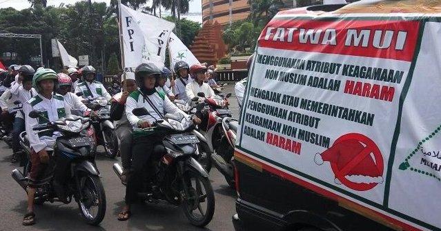 Kawal Fatwa MUI Soal Atribut Natal, FPI Datangi Mal di Surabaya