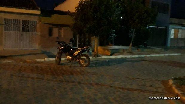 Moto roubada soa alarme e é abandonada por criminoso no Rio Verde em Santa Cruz do Capibaribe