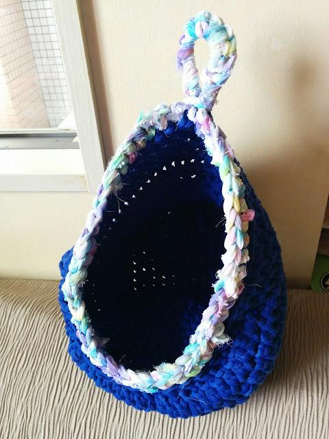 かぎ針編みのハンギングバスケット