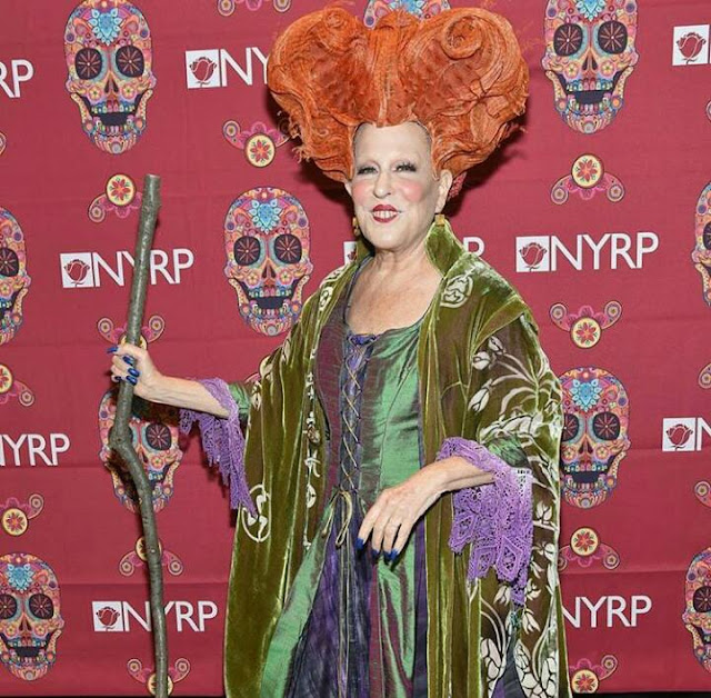 Bette Midler vuelve a transformarse en Winifred Sanderson para Halloween