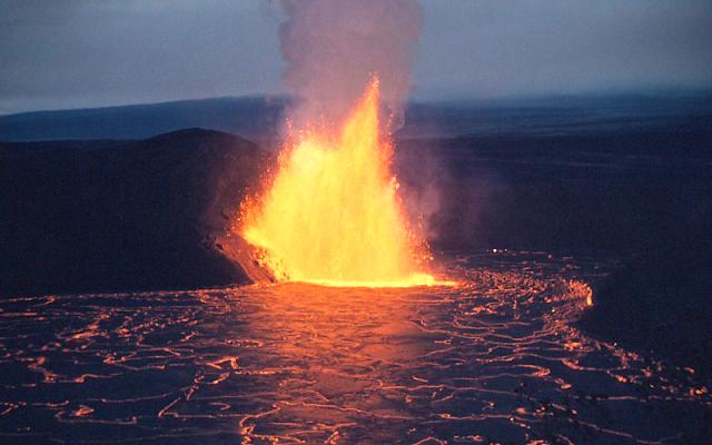 Kilauea volcano eruption lava Hawaii travel geology field trip explore adventure awesome hazards