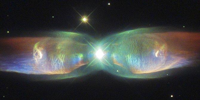 Penampakan kupu-kupu luar angkasa oleh Teleskop Hubble
