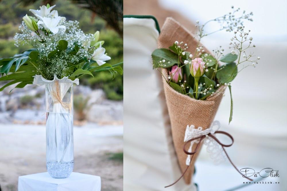 cono de arpillera con paniculata, ramo de flores