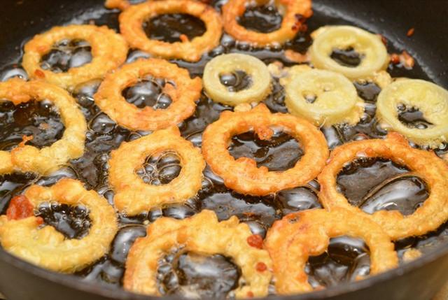 , луковые кольца в кляре рецепт с фото, из чего делают луковые кольца, что самое вкусное в луковых кольцах, луковые кольца во фритюре, луковые кольца в кляре рецепт с фото, как обжарить лук, как приготовить луковые кольца дома, луковые кольца как в бургер кинг рецепт, вкусный лук рецепт, как поджарить лук, луковые кольца в домашних условиях рецепт, самые вкусные луковые кольца, как приготовить луковые кольца рецепт с фото, блюда из лука, закуски из лука, еда из лука, чипсы из лука, как приготовить лук вкусно, что можно приготовить из лука, закуски из репчатого лука, http://handmade.parafraz.space/лук, овощи, рецепты кулинарные, советы кулинарные, фритюр, луковые кольца, блюда из лука, блюда во фритюре, закуски, луковые чипсы, рецепты луковых колец, овощи во фритюре, закуски к пиву, приготовление закусок, приготовление лука, рецепты луковые, еда, про лук, про еду, про закуски, рецепты с фото, рецепты луковых колец, кляр для лука, соус для луковых колец, приправа для луковых колец, Праздничный мир, как приготовить луковые кольца рецепты с фото, http://prazdnichnymir.ru/, Луковые кольца: секреты приготовления и рецепты,http://prazdnichnymir.ru/лук, овощи, рецепты кулинарные, советы кулинарные, фритюр, луковые кольца, блюда из лука, блюда во фритюре, закуски, луковые чипсы, рецепты луковых колец, овощи во фритюре, закуски к пиву, приготовление закусок, приготовление лука, рецепты луковые, еда, про лук, про еду, про закуски, рецепты с фото, рецепты луковых колец, кляр для лука, соус для луковых колец, приправа для луковых колец, Праздничный мир, как приготовить луковые кольца рецепты с фото, http://prazdnichnymir.ru/, Луковые кольца: секреты приготовления и рецепты,