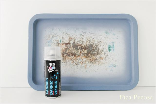 como-hacer-pizarra-magnetica-bandeja-metal-reciclada-diy-barniz-agua