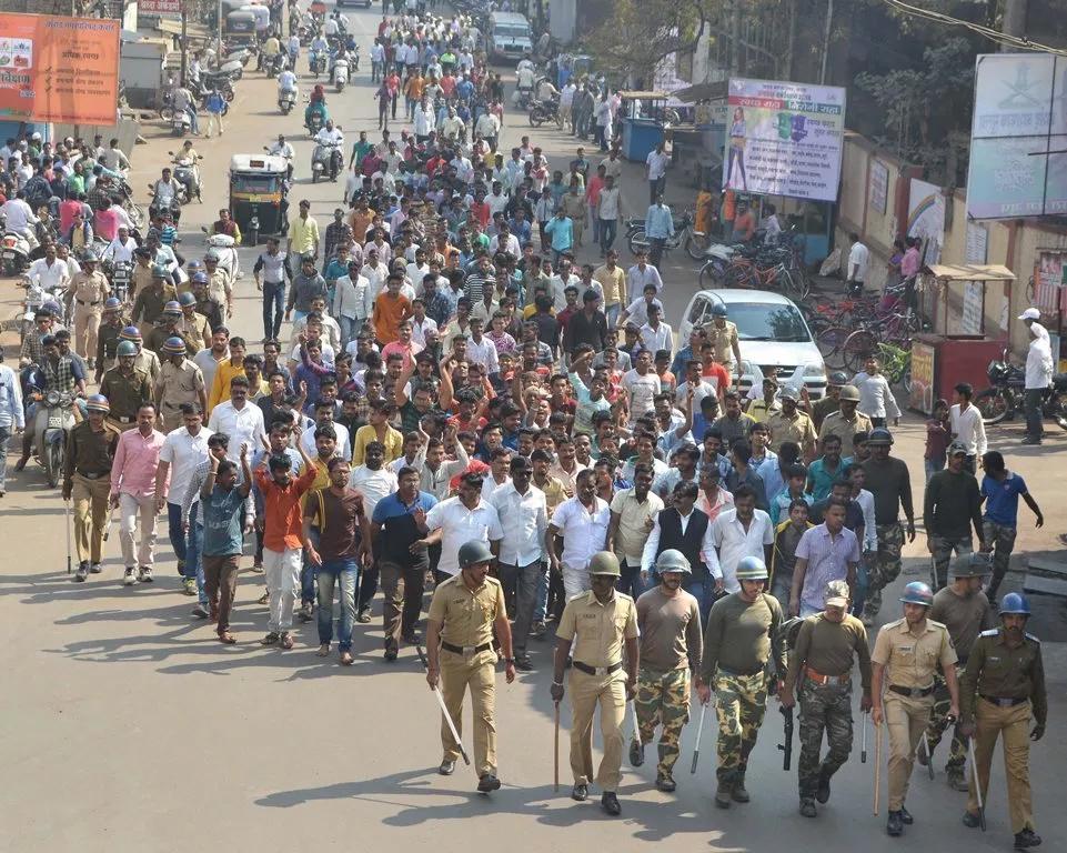 मराठा आरक्षण को लेकर मुंबई बंद शुरू, पुलिस बल तैनात