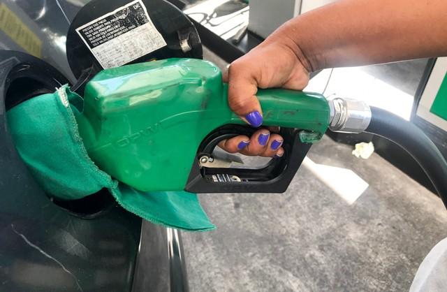 Postos de combustíveis que aumentarem preços de forma abusiva podem ser punidos, alerta Decon