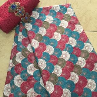 Kain Batik dan Embos 533 a merah maroon
