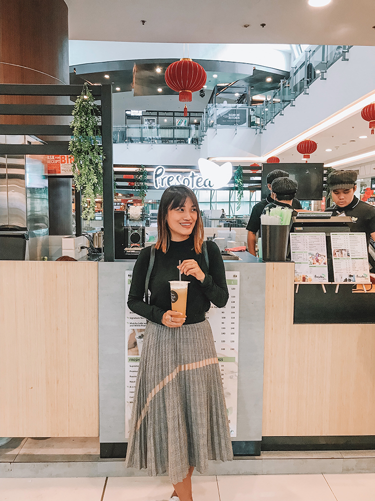 woman transforms cubicle into holiday themed log cabin.htm taiwan s presotea now serving brew to order tea in robinsons  taiwan s presotea now serving brew to