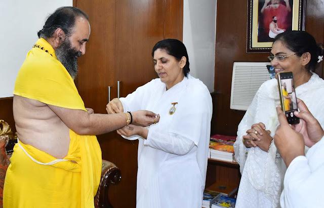 Brahmakumari sisters, Swamy Purushottamacharya Maharaj, to build bandhas