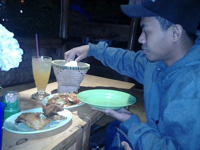 Makan-di-saung-emak