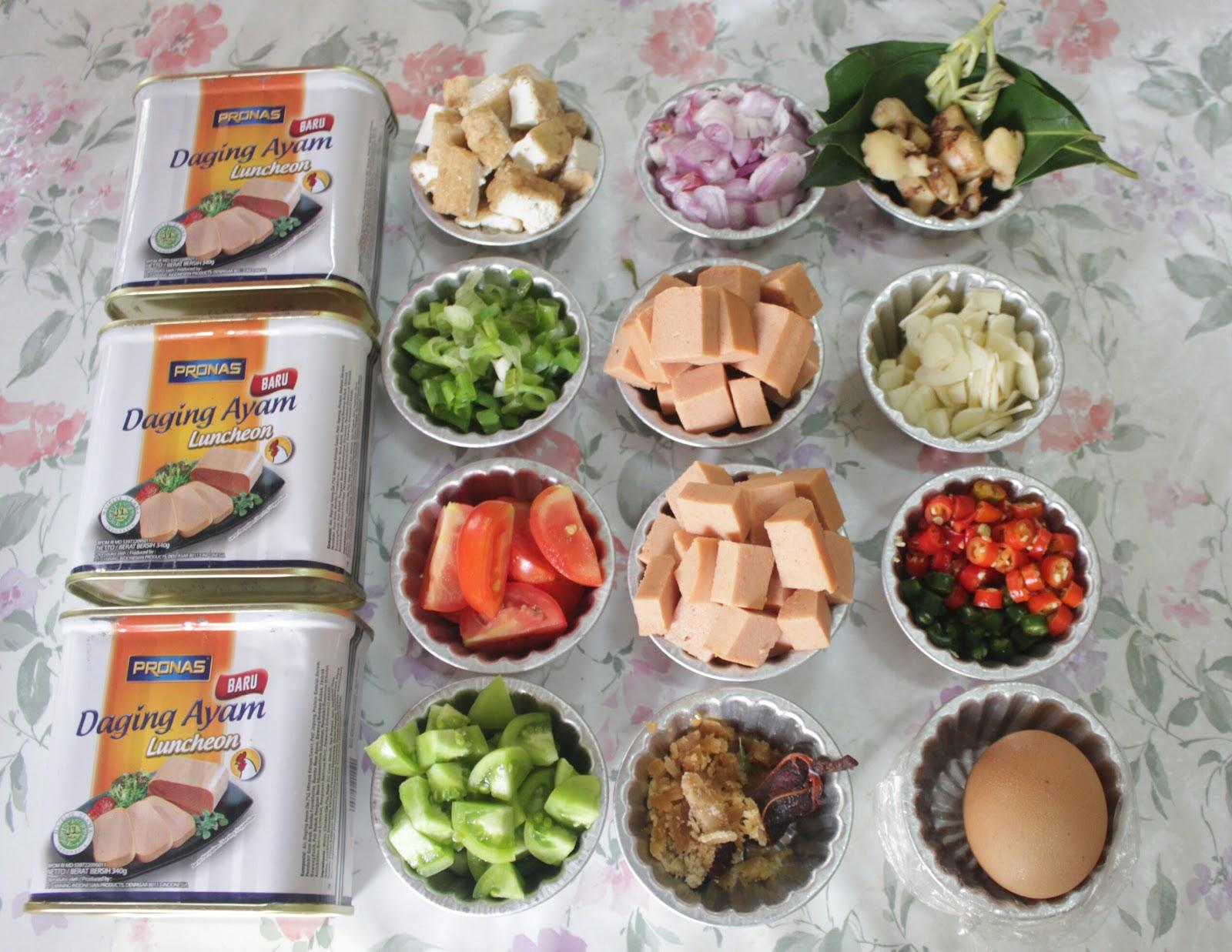 Juni 2018 Cerita Kokidol Pronas Kari Ayam 1 2 Kaleng Daging Luncheon Potong Dadu 5 Siung Bawang Putih Iris 7 Butir Merah Buah Cabe Ijo