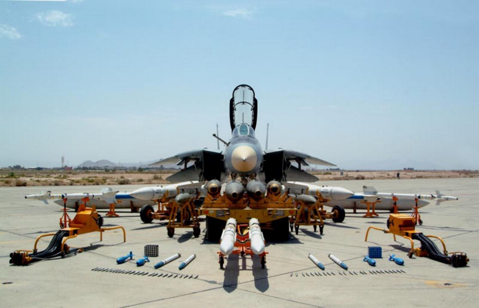 https://i2.wp.com/4.bp.blogspot.com/-mga3AQJK4UI/UJsY5-QO_NI/AAAAAAAATfA/ueKnpmGYeh8/s1600/Islamic+Republic+of+Iran+Air+Force+(IRIAF)+grumman+F-14+Tomcat+supersonic,+twin-engine,+two-seat,+variable-sweep+wing+fighter+missile+bvr+long+range154+AIM-54+Phoenixaim-7+9+132+(1).jpg?resize=696%2C447&ssl=1
