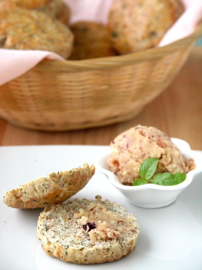 bułeczki ziołowe scones z masłem borówkowym