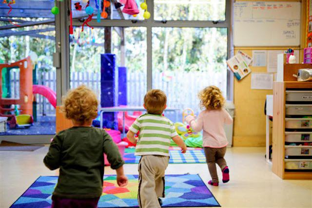 Επιδότηση έως 75.000 ευρώ σε δήμους για νέα τμήματα βρεφικής, παιδικής και βρεφονηπιακής φροντίδας