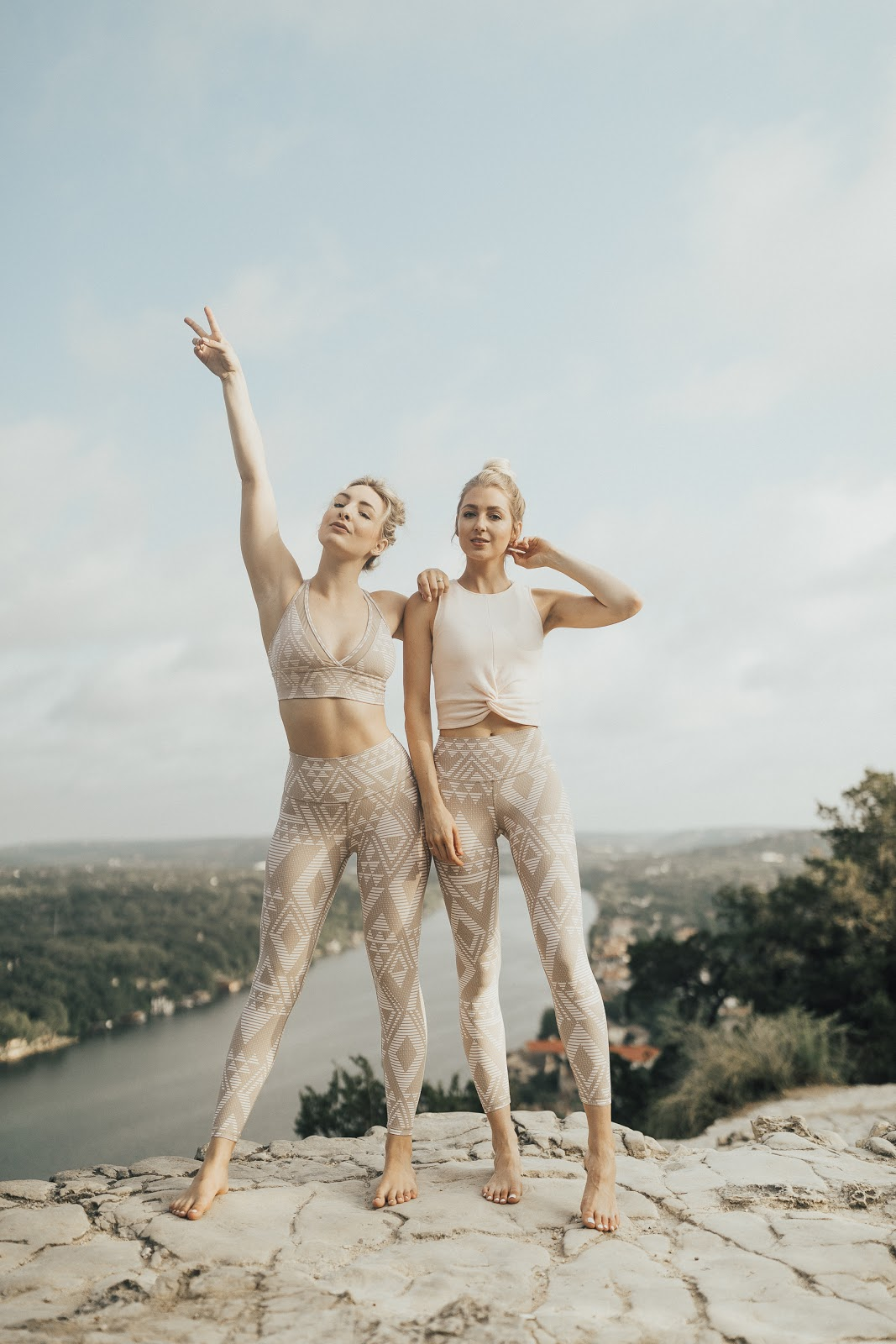 Aerie Real workout outfits // Mount Bonnell in Austin