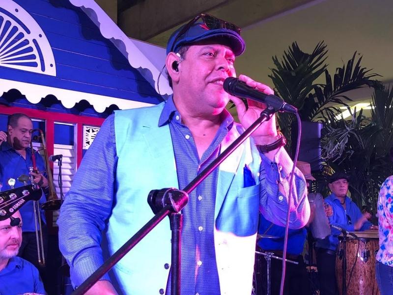 Fernando Villalona pide a seguidores entender situación tras no poder cantar en mitin de Leonel