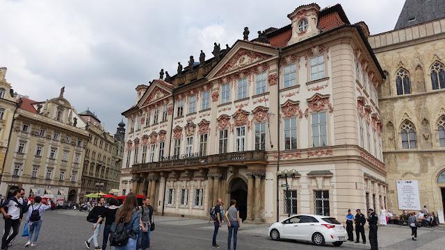 國立美術館亞洲館,在泰恩教堂旁邊,原本也是間宮殿