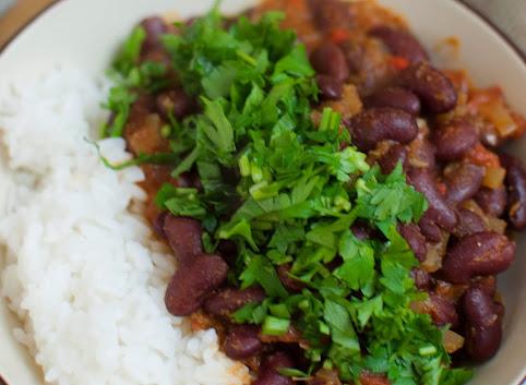 Rajma, czyli curry z czerwonej fasoli i raita ogórkowa