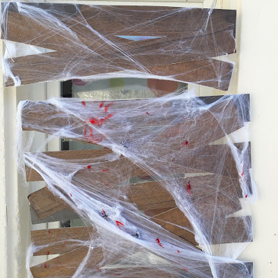 tuto tutoriel halloween barrière anti-zombie peinture effet bois