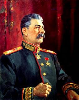 Ritratto di Stalin in divisa.