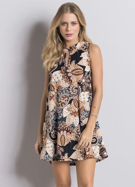 Moda Vestido Evasê Paisley com Vazado no Decote