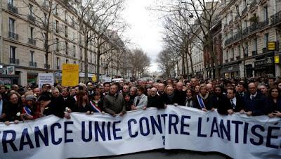 Milhares de pessoas marcham em Paris contra o antissemitismo