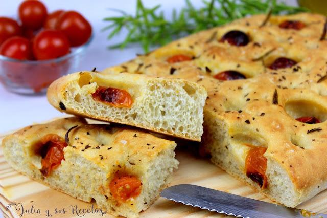 Focaccia con tomatitos cherry. Julia y sus recetas