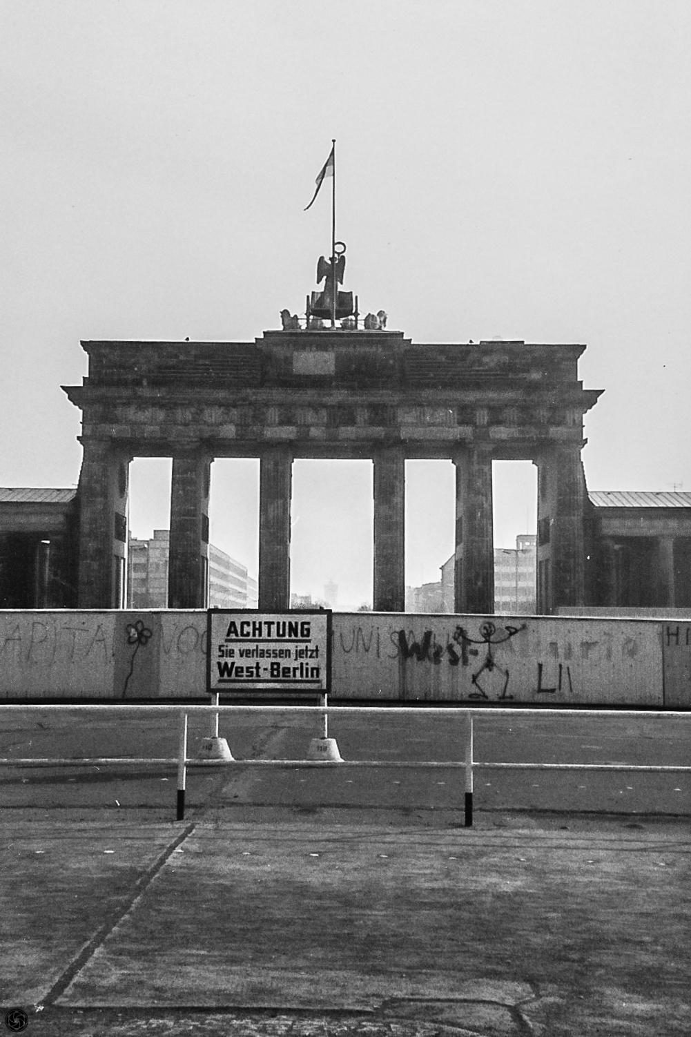 Brandeburgo :: Yashica Minister D   Color-Yashinon 45mm