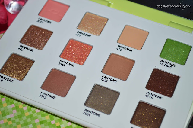 VDL Expert Color Eye Book 6.4 Greenery (Pantone 17) swatches
