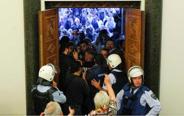 Ocupação temporária do parlamento da Macedônia deixa 8 feridos