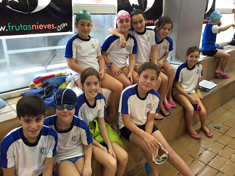 Ampa ni o jes s de praga comienza la liga de nataci n escolar for Piscina del carmen vigo
