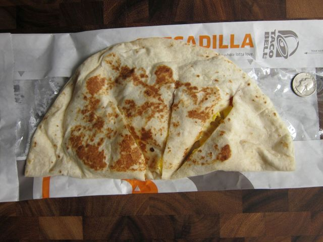 Review Taco Bell - Breakfast Quesadilla  Brand Eating-6234