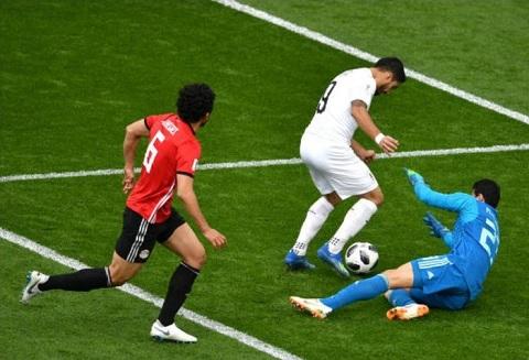 Tình huống không thành bàn của Luis Suarez