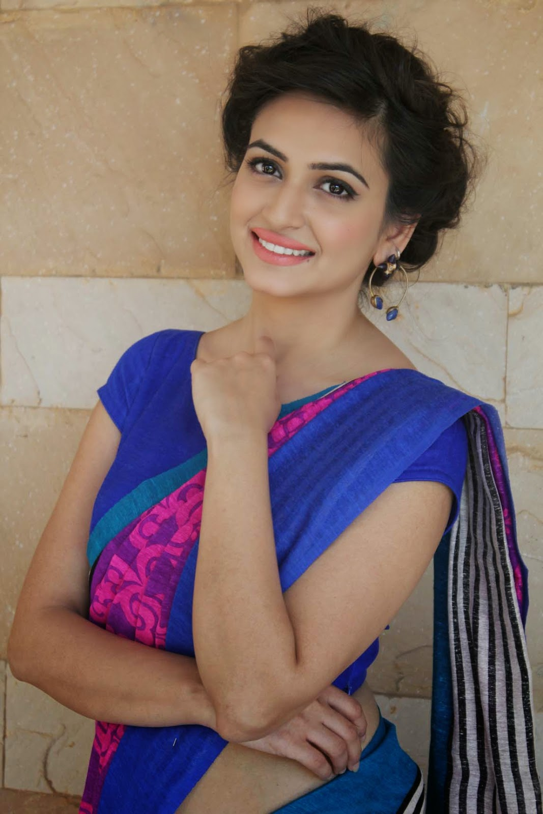 Beautiful Indian Girl Kriti Kharbanda Navel Show In Blue Saree ...