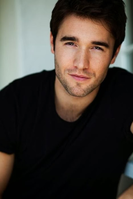 Hottie of the week 12 - Josh Bowman