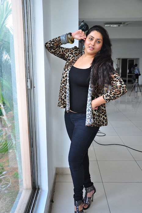namitha spicy latest photos