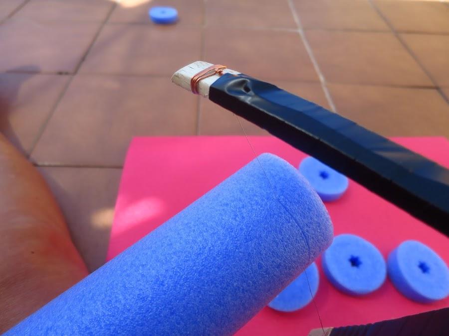 para cortar el churro de piscina utilizamos una pistola casera para cortar poliespan