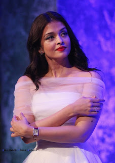 Aishwarya Rai Promoting Sarabjit Across India Beautiful Designer Dresses new young and Beautiful Aishwarya Rai