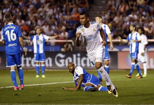 قطار ريال مدريد يدهس لاكورونيا في بداية دفاع الفريق الملكي عن لقب الدوري الإسباني