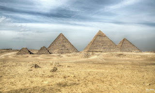 حكايات عن الاهرامات وكيفية بناءها