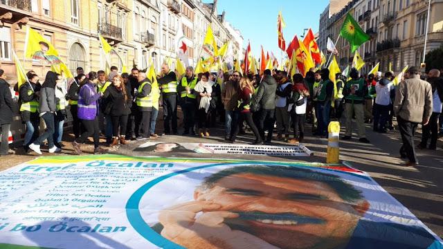 Χιλιάδες Κούρδοι διαδηλώνουν στη Γαλλία 20 χρόνια μετά τη σύλληψη του Οτσαλάν